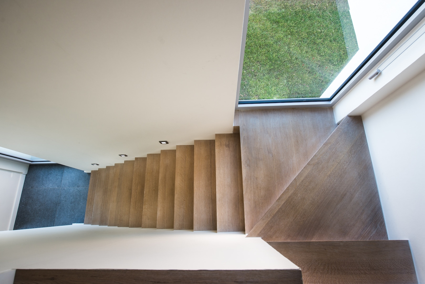 Z-trap tussen twee muren in Franse eik