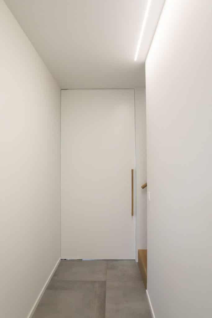 Pivoterende vlakke schilderdeur met vloersysteem type DormaPivoterende vlakke schilderdeur met vloersysteem type Dorma