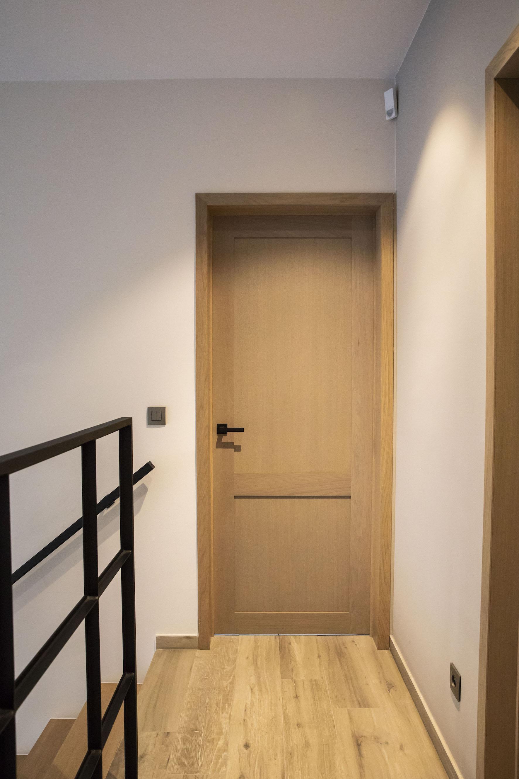 Massieve eiken deur model Verona met ingewerkte scharnieren